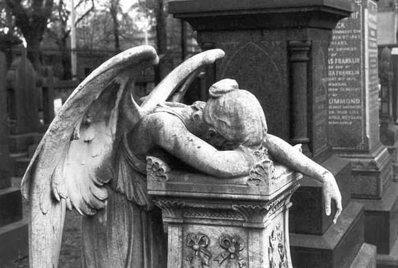 Parigi. L'uomo tra Dio e i Kalashnikov. Post sugli Angeli.Tre.