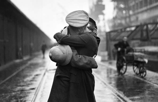 Un Ultimo Abbraccio La Donna E Guerra Gmb