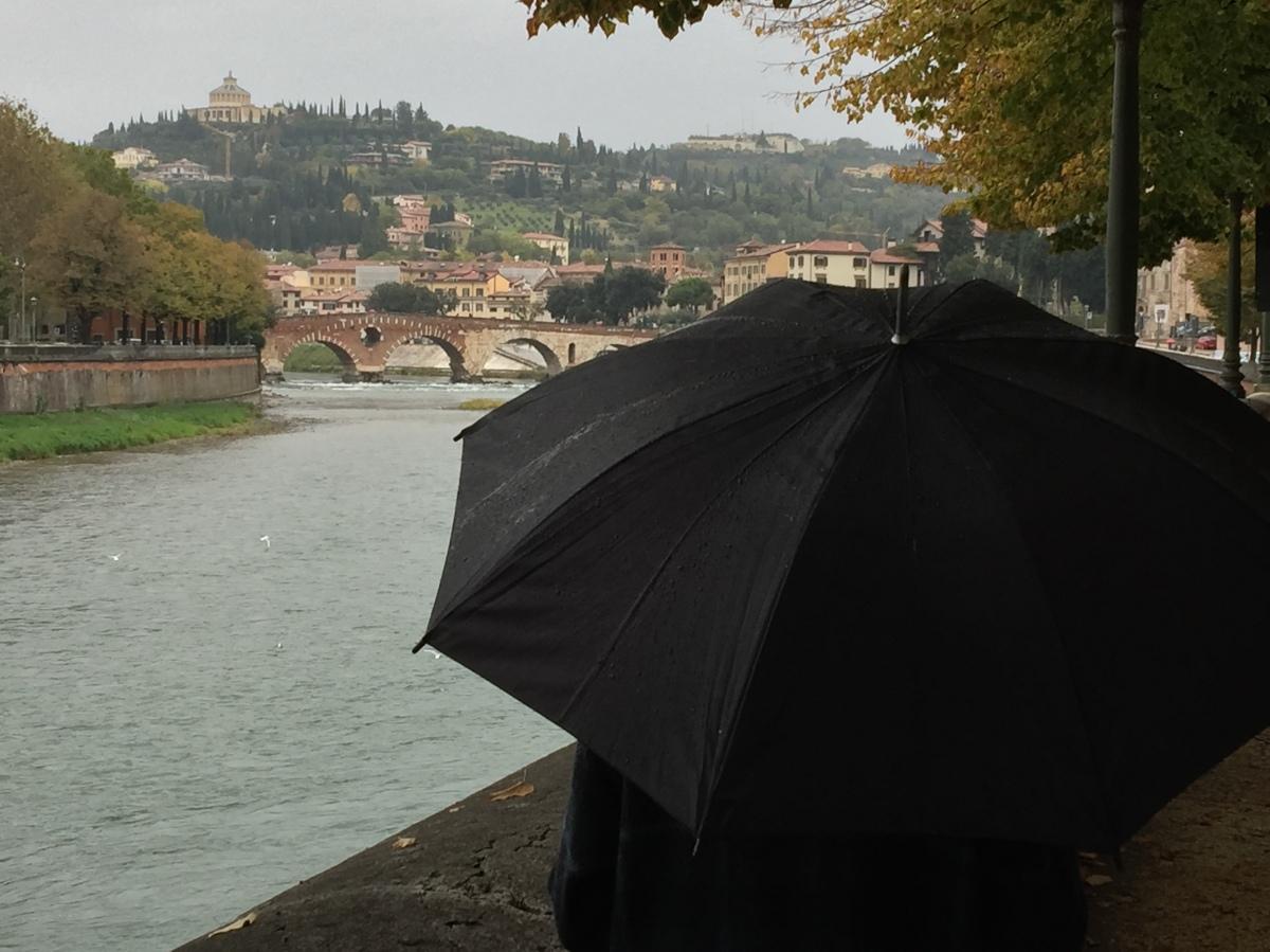 Ti chiederò come va. Mentre piove.