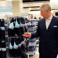 I calzini del Principe Carlo e la fatica di decidere. Che colore mettere può scatenare una guerra.